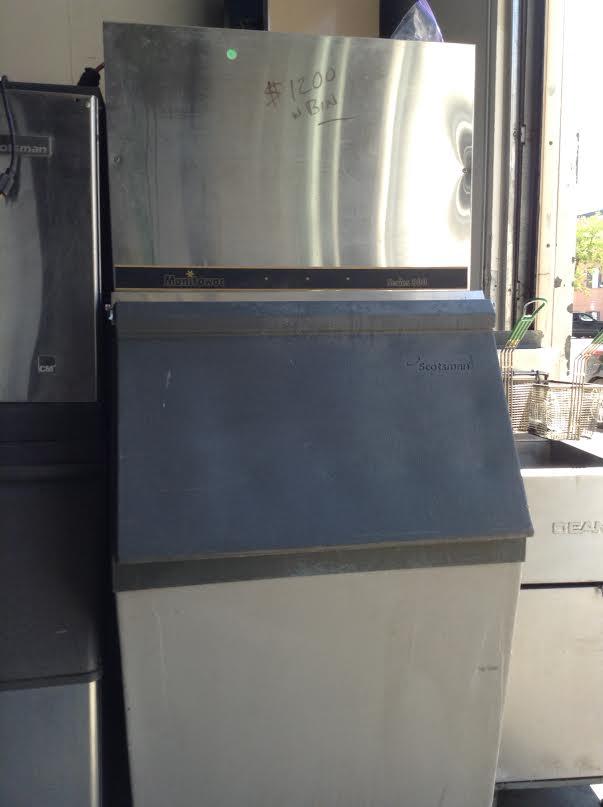 ice maker w/ bin
